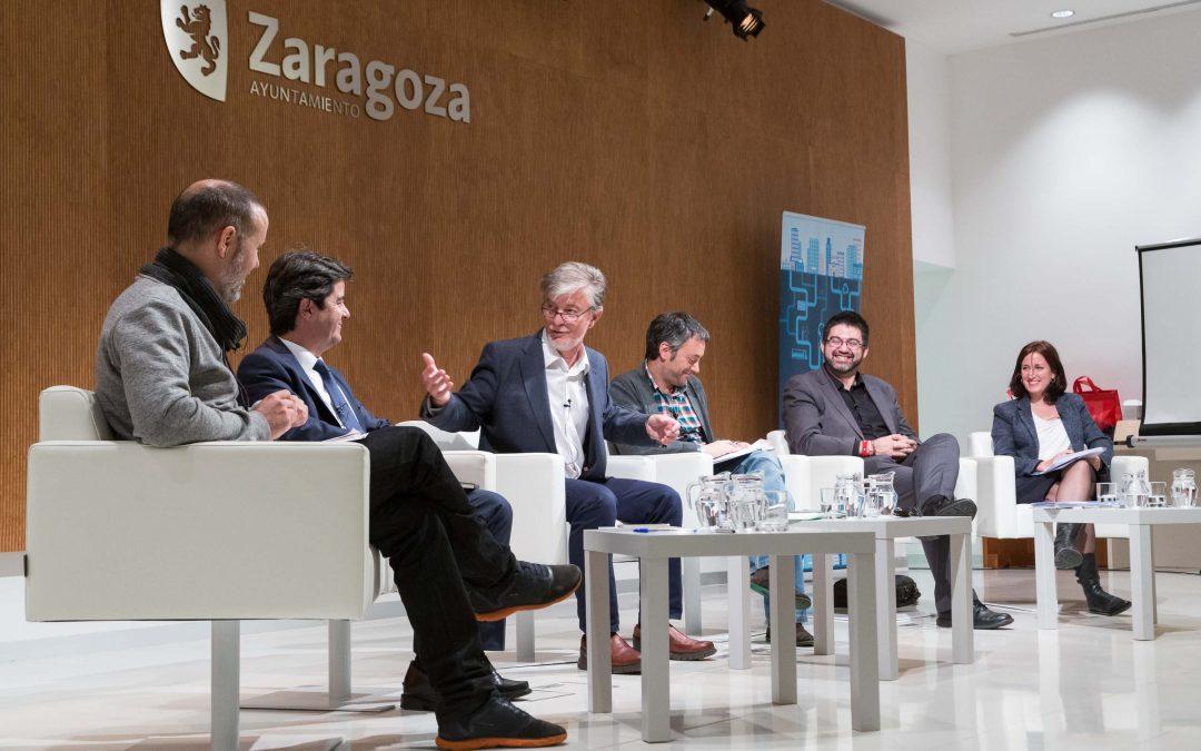 Alcaldes y concejalas/as debaten en Zaragoza la gestión de los servicios públicos